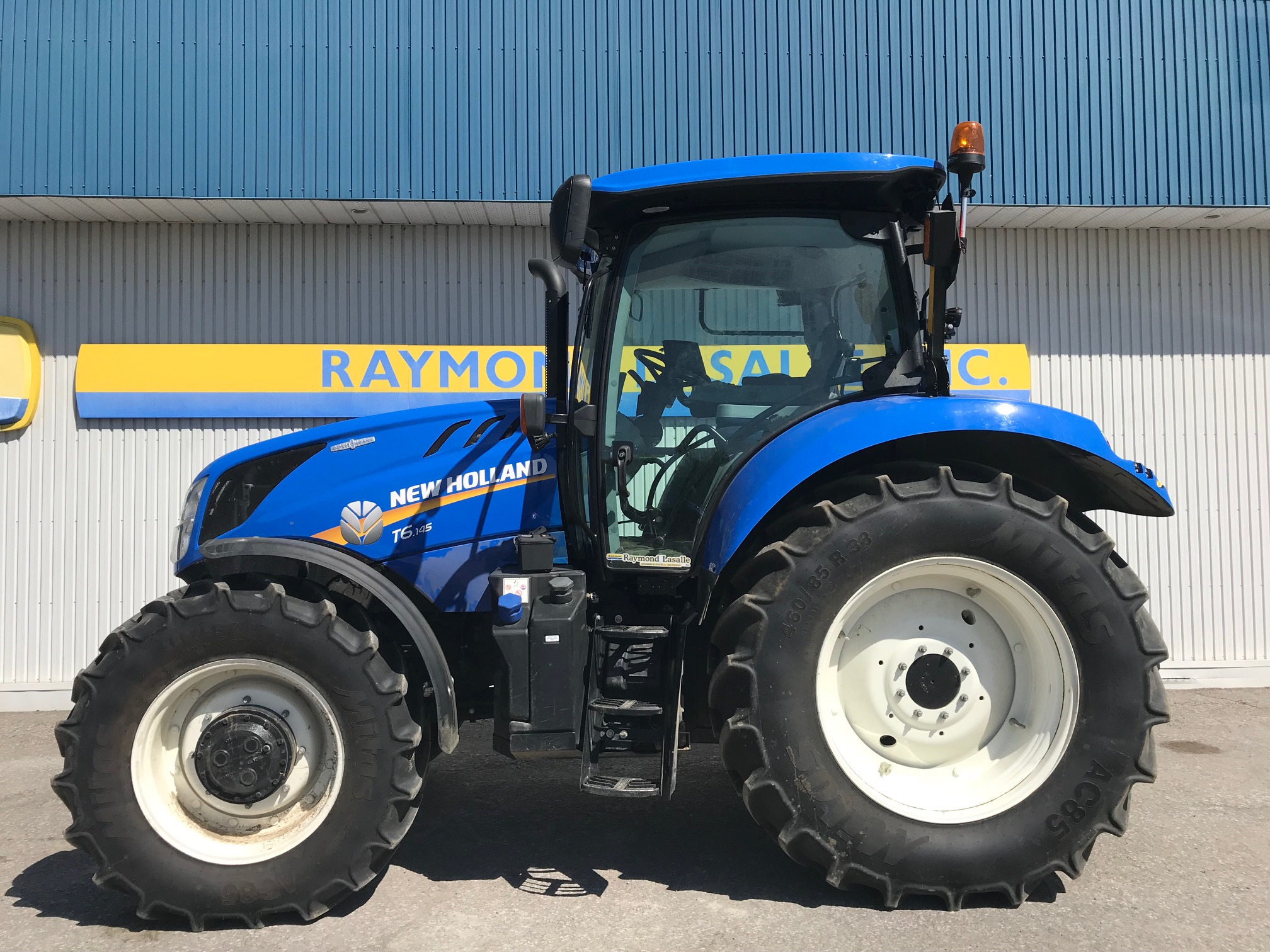 NEW HOLLAND T6-145